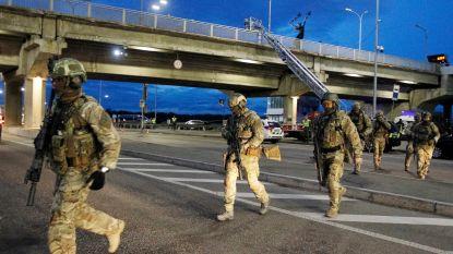 Schietende man dreigt brug op te blazen in Kiev