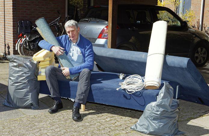 Henk de Bie in Boxtel kan zijn afval niet kwijt op de milieustraat.