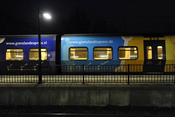 Een lege Grensland Express op het NS-station Oldenzaal. Foto Carlo ter Ellen