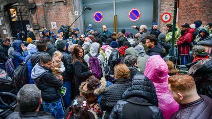 't Klein Kasteeltje: het krot waarvoor asielzoekers hele nachten op straat wachten