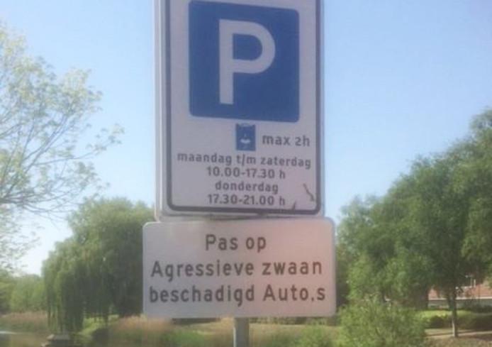 Het bord is taalkundig niet helemaal in orde, maar de gemeente verwacht dat de boodschap toch goed overkomt.