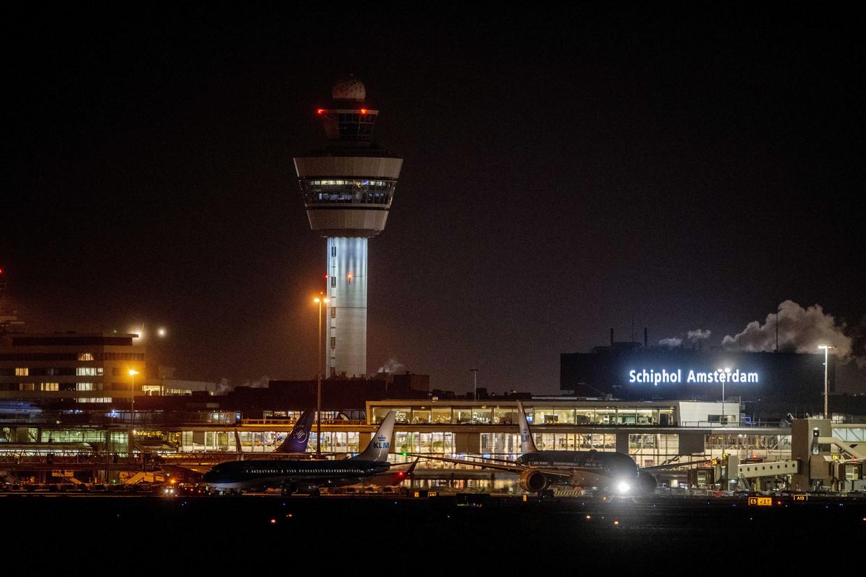 Overtredingen zoals te veel nachtvluchten en te veel geluidshinder kunnen niet worden bestraft. Beeld Robin Utrecht/EPA