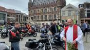 Padre stuurt motards gewijd de baan op