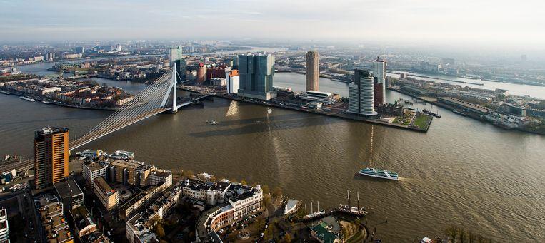 Rotterdam aan de Kop van Zuid met onder andere de Erasmusbrug, de Maastoren, De Rotterdam en World Port Center.  Beeld ANP