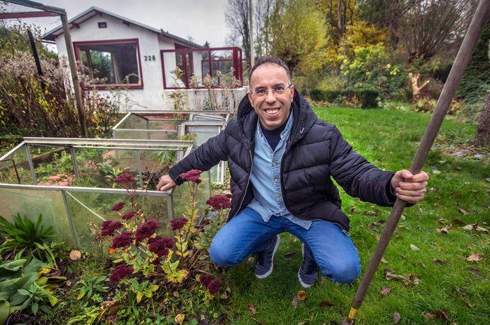 Driss Demnati stond al vanaf februari op de wachtlijst. Vorige maand kreeg hij eindelijk zijn tuintje.