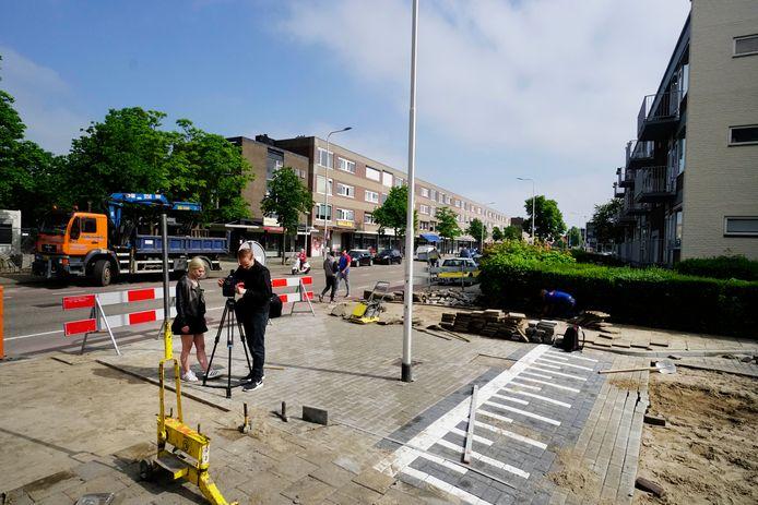 Lantaarnpaal midden op de Klaverstraat in Nijmegen.