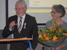 Lintje voor Jacques van Heijst bij afscheid vv DESK in Kaatsheuvel