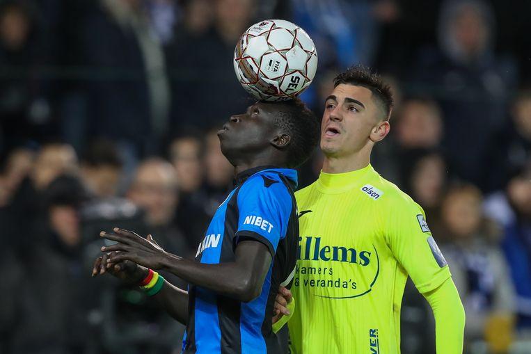 Betaille in duel met Krépin Diatta van Club Brugge.