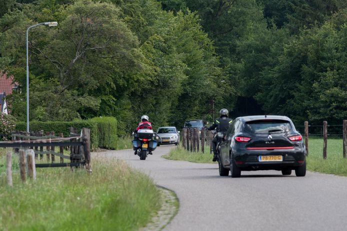Het is druk op de Gortelseweg tussen Vierhouten en Emst.