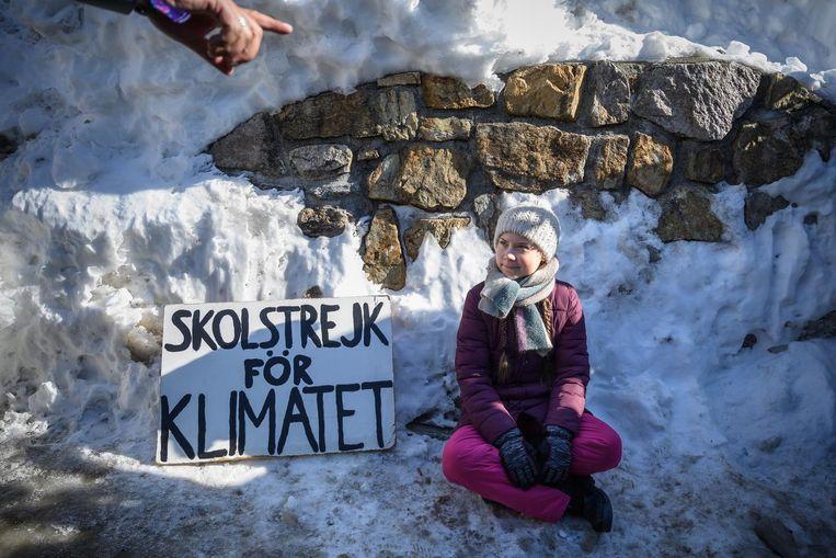 Greta Thunberg protesteert bij het Zweedse parlement: 'schoolstaking voor het klimaat' Beeld ANP
