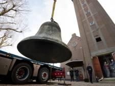 1700 kilo zware klok van Ochten op transport voor restauratie: 'Hij klinkt nu een beetje blikkerig'