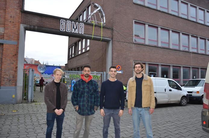 Simon Lambrecht, Biniam Faelens, Gilles Jallal Salem en Matteo De Letter aan de BOMA-site.