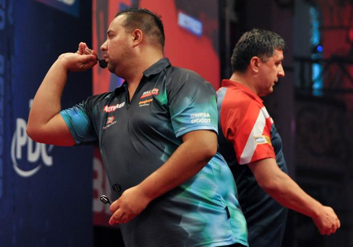 Jermaine Wattimena (links) recent in zijn wedstrijd tegen Mensur Suljovic. Foto BSR Agency