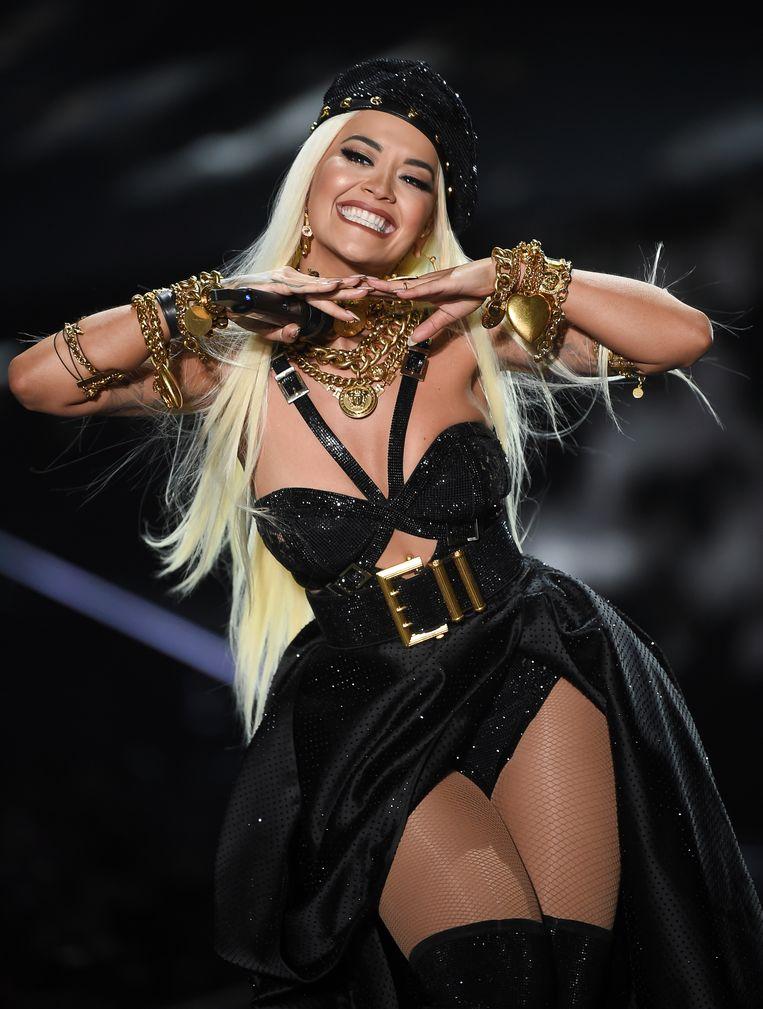 Rita Ora trad op tijdens de show.