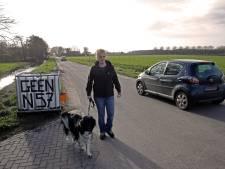 Racen door de Dijkweg om de wegafsluiting in Nieuwenhoorn te omzeilen