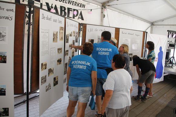 Er was ook een tentoonstelling die heel wat geïnteresseerden lokte om de geschiedenis van de reuzen te zien.