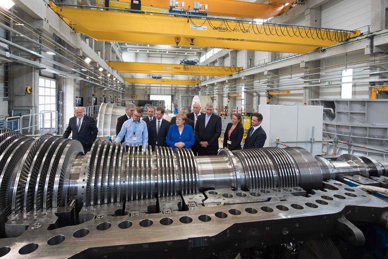 Angela Merkel op bezoek bij een fabriek van Siemens