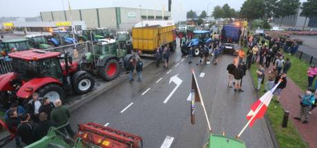Boeren voerden onaangekondigd actie bij distributiecentrum Jumbo in Veghel