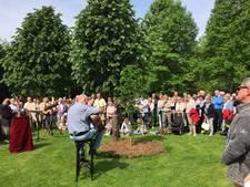 Originele nazaat Anne Frank-boom ingezegend in het wandelpark van Waalwijk
