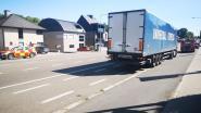 Remmen van vrachtwagen raken oververhit en zorgen voor rookontwikkeling