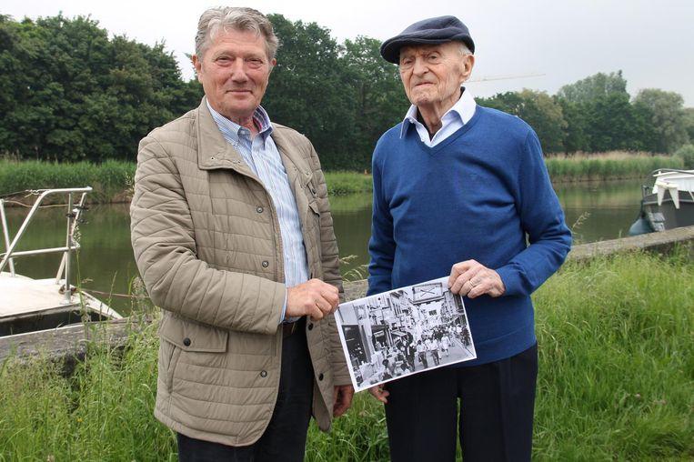 Marc Naert (73) en Jozef Debusschere (90) met een beeld uit de oude doos van de Batjes.
