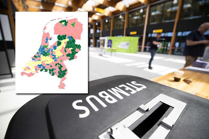 Kiezers brengen hun stem uit in de nieuwe terminal van vliegveld Lelystad Airport. Het nieuwe vliegveld moet nog in gebruik worden genomen, maar de terminal is alvast een dag open als stembureau voor de Europese verkiezingen.