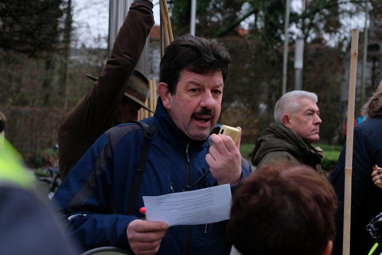 Schoonzoon Dirk Maris verdeelt de groepen en zoekzones.