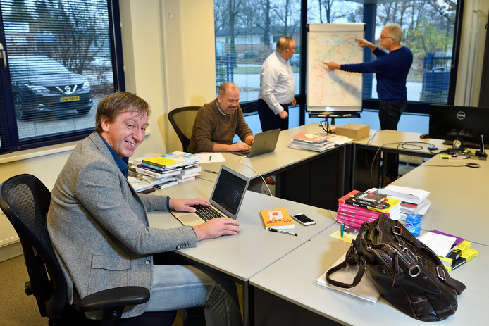 Floris Vrasdonk, schrijver van het boek 'Wie heeft mijn werkplek gepikt'.