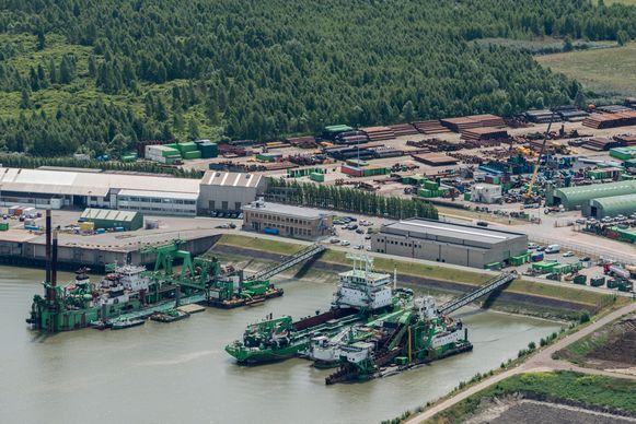 Enkele schepen van DEME in de Antwerpse haven.