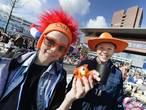 Enschedese kleedjesmarkt door oranje brillen bekeken