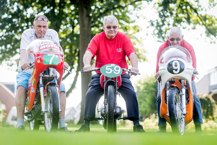 Toen alles nog koek en ei was: de organisatie van de Classic Demo Race Albergen in 2017 met links Herman Huis in 't Veld. Verder van links naar rechts Karel Bultink en Bertus Peulken.