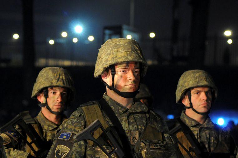 Soldaten van het Kosovaarse leger tijdens een ceremonie in Pristina op 14 december 2018. Beeld REUTERS