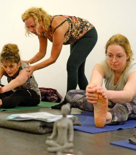 Happy met je hormonen na speciale yoga in Oldenzaal