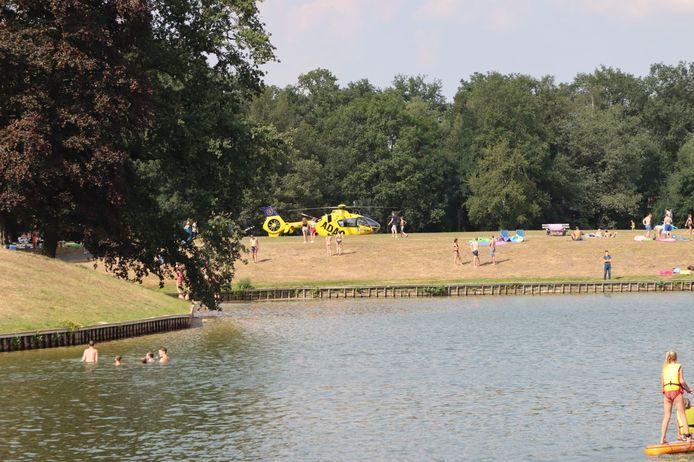 Een traumahelikopter landde zondagmiddag op Het Hulsbeek.