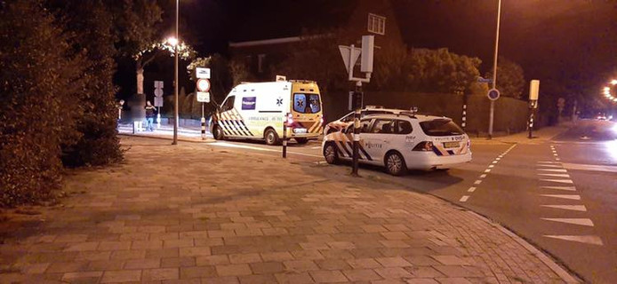 Een vrouw raakte ernstig gewond nadat ze een bussluis infietste