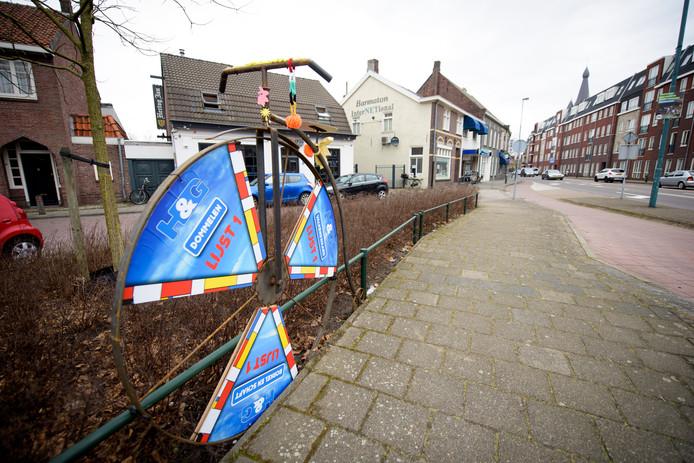 Een verkiezingsstandaard van H&G, zoals die vrijdag op de hoek Luikerweg-Dommelseweg stond.