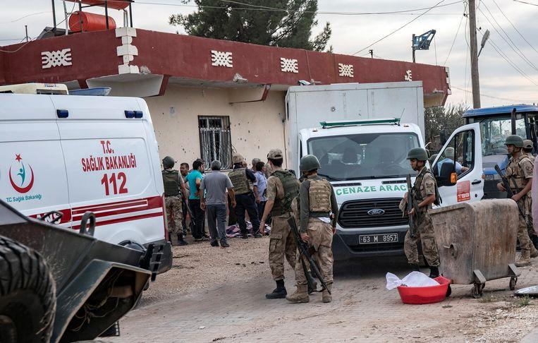 Bij een aanval met mortieren kwamen vrijdag ook twee Turkse burgers om het leven in het stadje Suruc.
