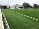 Het nieuwe veld ligt voor de kantine van FC de Rakt.
