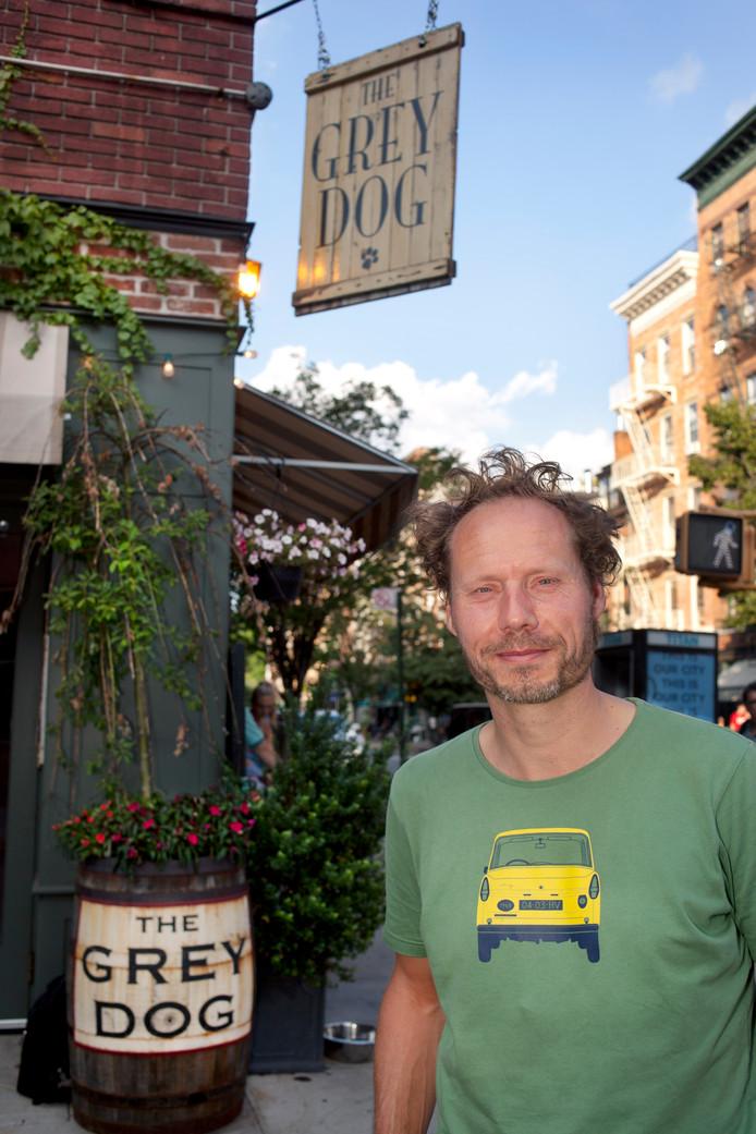 De favoriete schrijfplek van Buddy Tegenbosch: café The Grey Dog in Manhattan.