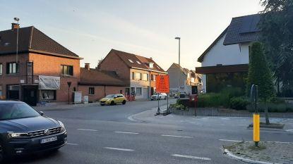Renovatiewerken aan riolering onder kruispunt Molenstraat, fietsoversteek krijgt rode slemlaag en ledverlichting