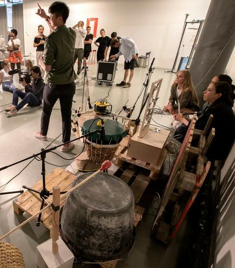Eindhovense studenten aan de slag met computergestuurde drumstellen
