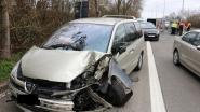 Bestuurder rijdt in op signalisatiebord aan wegenwerken