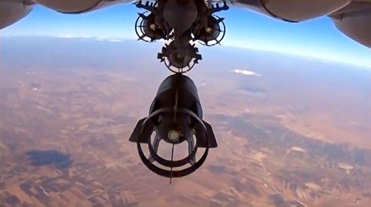 Een Russische Su-24M vliegt boven Syrië. Beeld afp