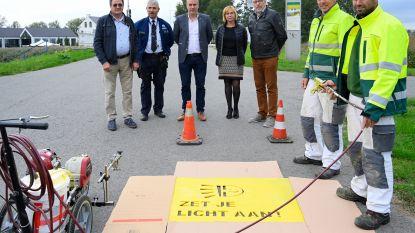 Gemeente start samen met politiezone campagne op om fietsverlichting te doen branden