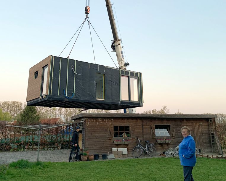 Met een oppervlakte van 40 m² is de zorgmodule eerder compact. Toch beschikt Louisa er over alles wat ze nodig heeft.