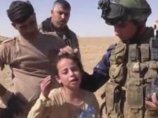 Meisje barst in tranen uit na bevrijding van IS