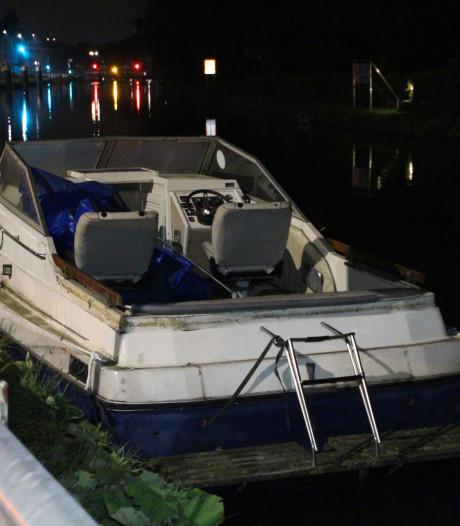 Dieven proberen boot te stelen, maar moeten eigen vaartuig bij politie inleveren