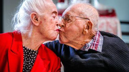 """Frank (96) en Marcella (94) vieren 70ste huwelijksverjaardag: """"Ze kunnen nog altijd niet zonder elkaar"""""""