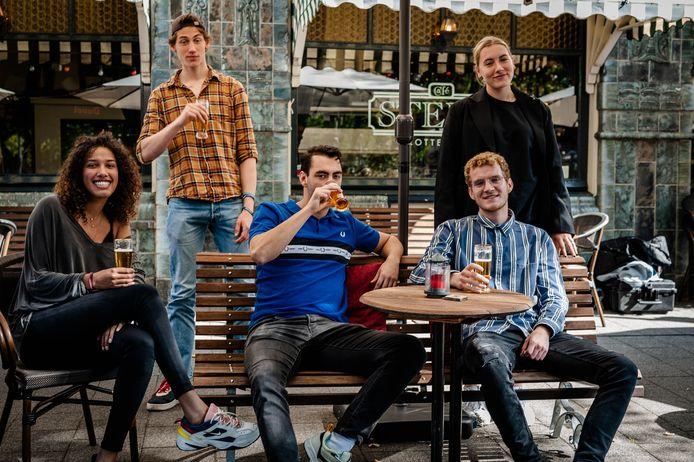 Vlnr: Jill Vis (21), Koen Bruijn (19), Luka Krekelaar (20), Joost Diks (20) en Noor Winkers (20).