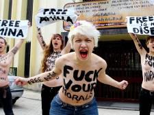 Cinq Femen seins nus devant la Grande Mosquée de Bruxelles